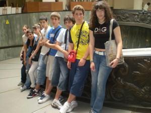 Na escaleira de saída dos Museos Vaticanos