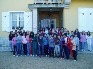 O grupo ante a porta de Villa Florentina, residencia veraniega do escritor Wenceslao Fernández Flórez en Cecebre..