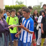 A Vicedirectora fai entrega do trofeo