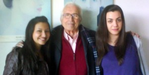 Xosé Neira Vilas con Beatriz Motos e Stephanie Torres