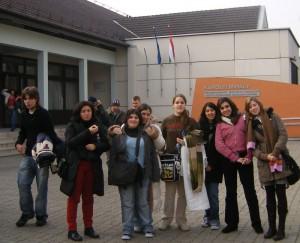 Na porta do Karolyi Mihal,  no que nos recibiron expléndidamente