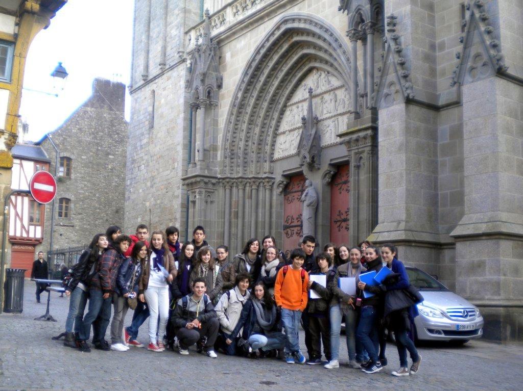 Estamos todos delante de la catedral de Vannes