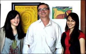 Ramón López Facal e as súas entrevistadoras Sara Castro e Gleicielly Guimaraes