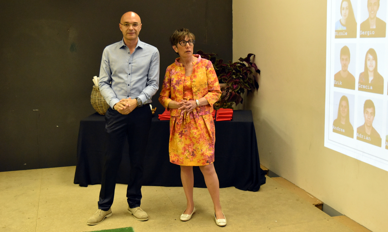 Os profesores Jorge Calle e Warinca Arce entregaron os diplomas